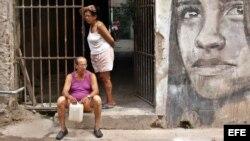 Entrada de una vivienda en La Habana, un día antes que iniciara el VII Congreso del Partido Comunista de Cuba (PCC).
