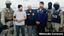 Efraín Campo Flores (izq.) y Franqui Francisco Flores tras ser arrestados en Haití, en noviembre del 2015.