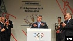 El presidente del Comité Olímpico Internacional (COI), el alemán Thomas Bach (c).