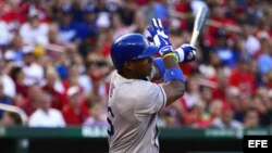 El jardinero derecho de los Dodgers de Los Ángeles Yasiel Puig hizo swing...