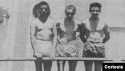 Leonov (centro) y Castro (derecha) en el buque transatlántico.