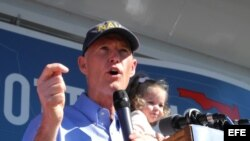 El gobernador de Florida, Rick Scott, anunció que recortaría los fondos a cualquier puerto del estado que firmara un acuerdo con el régimen cubano.