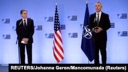 El secretario de Estado de Estados Unidos, Antony Blinken (izq) y el secretario general de la OTAN, Jens Stoltenberg (der) durante un encuentro en Bruselas, Bélgica, el 14 de abril de 2021. REUTERS/Johanna Geron/Mancomunada.