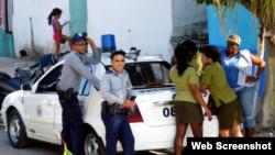 Operativos de la Seguridad del Estado y la policía impiden la marcha dominical para exigir la democracia en Cuba. (Archivo)