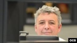 Armando de Armas, escritor cubano radicado en Miami, donde trabaja de periodista en Radio Martí.