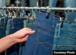 De 40 pantalones de hombre y 40 de mujer que permitía, la Aduana de Cuba sólo dejará pasar 10 de mujer y 10 de hombre (AC San Martín).