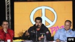 Nicolás Maduro, durante la presentacion del Plan de Pacificación acompañado por el vicepresidente, Jorge Arreaza (i), y el presidente de la Asamblea Nacional, Diosdado Cabello
