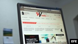 """Vista de la pantalla de un ordenador en La Habana (Cuba), donde se observa el diario digital independiente """"14ymedio"""", lanzado por la bloguera opositora cubana Yoani Sánchez."""