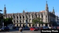 """El Gran Teatro de La Habana, ahora """"Alicia Alonso""""."""
