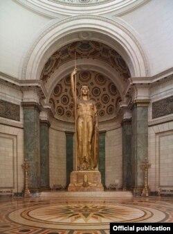La estatua de la República de Cuba en el interior del Capitolio. Foto Library of Congress