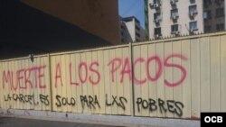 Pintura callejera contra los Carabineros, en Santiago de Chile.