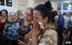 Familiares dan último adiós a fallecidos en el desastre aéreo.