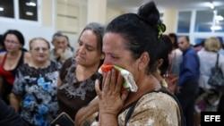 Familiares y amigos despiden al matrimonio pastoral María Salomé Sánchez y Manuel David Aguilar, fallecidos en el desastre aéreo.