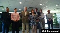 Tom Emmer y Kathy Castor lideraron una delegación de siete legisladores estadounidenses que visitó Cuba este fin de semana.