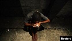 Un adicto en las calles.
