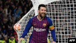 El delantero argentino de Barcelona, Lionel Messi, celebra después de marcar un gol durante la semifinal de la UEFA Champions League, partido de fútbol de ida entre Barcelona y Liverpool en el Camp Nou Stadium de Barcelona el 1 de mayo de 2019.