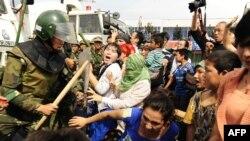 Enfrentamiento de la policía China contra uigures.