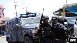 Foto de archivo de policías jamaiquinos.