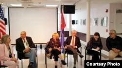 Miembros de la Academia de la Historia de Cuba en el Exilio (AHCE) celebran primer congreso en el Centro Cultural de Union City.