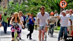 """Shakira y Vives en Barranquilla durante el rodaje de """"La Bicicleta""""."""