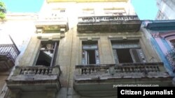 Reporta Cuba. Edificio en peligro de derrumbe, en La Habana. Foto: Lázaro Yuri Valle.