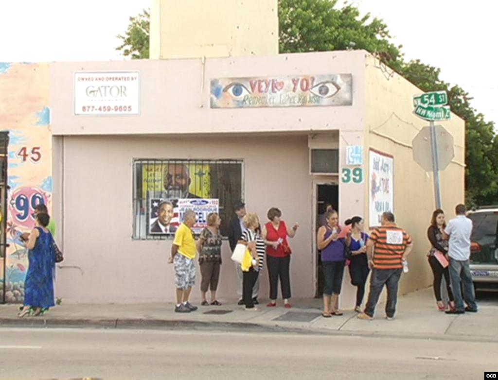 Protestas en exposición de espía cubano en Miami