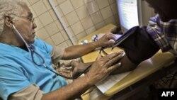 Médico cubano justifica condiciones que puso Bolsonaro a sus colegas en Brasil