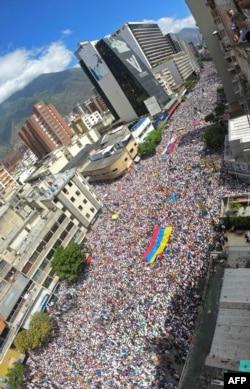 Marcha opositora en apoyo a Guaidó