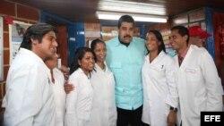 Nicolás Maduro participa en un acto de Gobierno para celebrar los 13 años del programa social Barrio Adentro.
