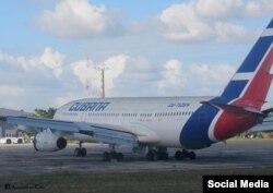 De los 3 IL-96 que tiene Cubana de Aviación solo vuelan ahora dos. Al de la foto le sacaron uno de los dos motores bajo el ala izquierda