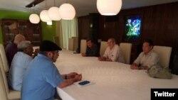 Líderes de las FARC y el ELN dialogan en Cuba en busca de un acuerdo de Paz.