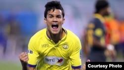 Futbolista brasileño Rafael bastos en acción
