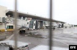 Los vuelos al aeropuerto de la ciudad de Puerto Vallarta fueron suspendidos por la llegada del huracán. EFE
