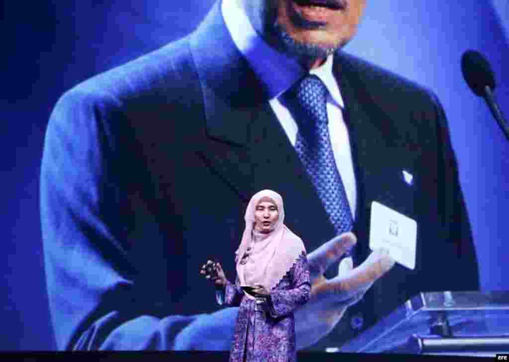 La política Nurul Izzah Anwar, hija del líder opositor malasio Anwar Ibrahim, interviene en un foro sobre la libertad en Oslo, Noruega.