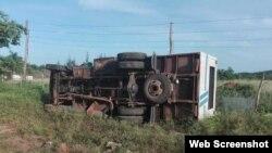 El camión de pasajeros hacia la ruta entre Sierra de Cubitas y la ciudad de Camagüey.