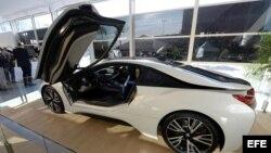 Vista del interior del vehículo i8 de BMW que se exhibió en la Feria Internacional CES.