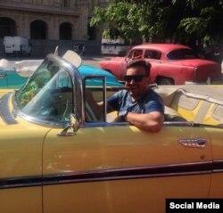 Taiguara se pasea por La Habana.