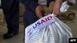 Bolsa con ayuda humanitaria enviada por USAID
