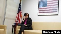 La máxima representante diplomática de Estados Unidos en Cuba, Mara Tekach, en una foto tomada durante su conversación telefónica con Radio Televisión Martí.
