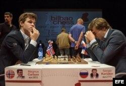 (i-e) Carlsen y Kariakin.