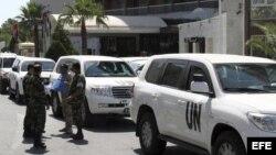Imagen de archivo tomada el 21 de julio de 2012 de observadores de la ONU frente al hotel Dama Rose en Damasco, Siria.