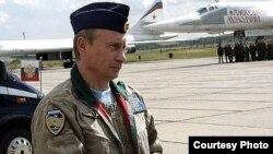 Putin visita un aeródromo militar.