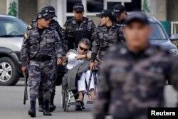 Santrich salió de la cárcel de La Picota en una silla de ruedas.