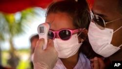 Punto de control de coronavirus en La Habana. (AP/Ramon Espinosa)