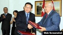 Funcionarios de comercio exterior de ambos países en un encuentro de 2011.