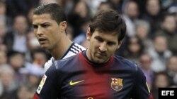 El delantero argentino del Barcelona Lionel Messi y el delantero portugués del Real Madrid Cristiano Ronaldo (Archivo).