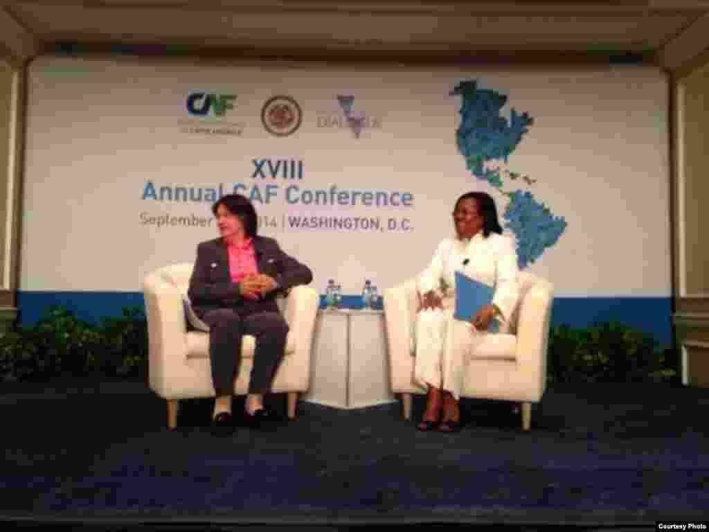Marie-Carmelle Jean-Marie , ministra haitiana de Economía y Finanzas responde las preguntas.