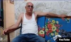 Roberto Jesús Quiñones Haces en su vivienda de Guantánamo. (captura de video/ADN Cuba)