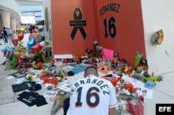 Aficionados de los Marlins rinden tributo al lanzador José Fernández