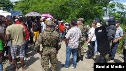 Autoridades de Panamá dialogan con los migrantes